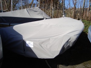 deep skirts to protect from UV damage to the hull